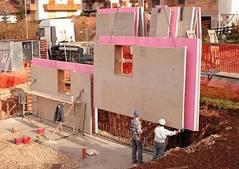 Iconorm is een systeem om koudebrugvrije geisoleerde betonconstructies te maken waarbij de afbouw voor een groot gedeelte in de ruwbouw geintegreerd wordt. Het estehtisch uitzicht is vrij bepaalbaar.
